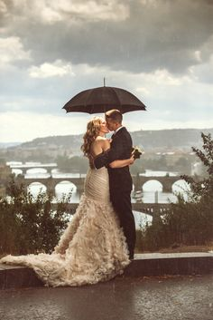Will never stop loving a rainy #wedding pictures. This one is from @Prague