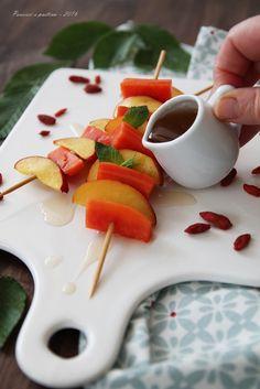 Spiedini di frutta allo sciroppo di tè