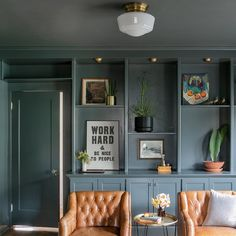Built In Shelves Living Room, Living Room Cabinets, Built In Bookcase, Office Bookshelves, Living Room Bar, Built In Bedroom Cabinets, Bedroom Built Ins, Painted Bookshelves, Basement Living Rooms