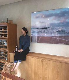 我が家に海がやってきた。 ずっとずっと欲しかった ホンマタカシさんの波の写真。 うれしい。 ハワイの朝の波。 見ているだけで幸せな気持ちになります。 House Rooms, Simple Style, Lounge, Living Room, Interior Design, Image, Furniture, Color, Home Decor