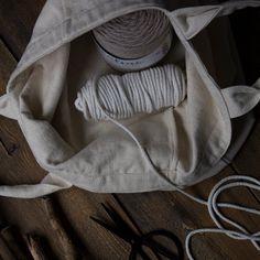 Kaarnan katveessa: Kuvalliset ohjeet: makramee seinävaate Diy And Crafts, Challenges, Creative, Handmade, Macrame Patterns, Hand Made, Handarbeit