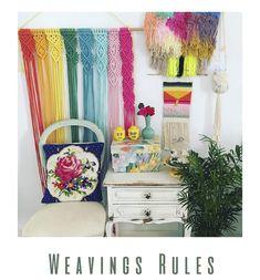 5 tutoriales sencillos en vídeo para hacer un tapiz con telar Textiles, Weaving, Throw Pillows, Projects, Crafts, Diy, Home Decor, Farmhouse Rugs, Pink