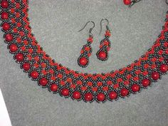 This Pin was discovered by nur Beaded Jewelry, Beaded Necklace, Beaded Collar, Filets, Stone Beads, Beading Patterns, Crochet Earrings, Jewelry Design, Diy Crafts