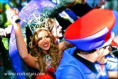 """Disparatada carrera de camas """"Cursa de Llits"""" en Sitges Carnaval 2013"""