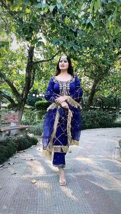 Party Wear Indian Dresses, Pakistani Fashion Party Wear, Pakistani Wedding Outfits, Dress Indian Style, Bridal Outfits, Stylish Sarees, Stylish Dresses, Simple Dresses, Beautiful Dress Designs