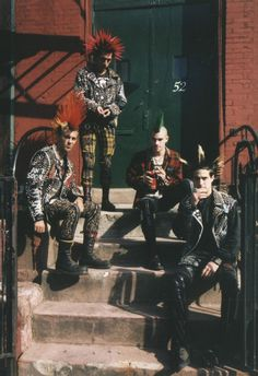 The Casualties Punk Rock Band New Wave, Estilo Punk Rock, 70s Punk, 80s Punk Fashion, Tomboy Fashion, Lolita Fashion, Fashion Boots, Punk Guys, Punk Subculture