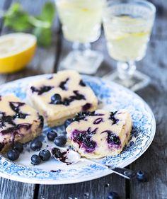 Mustikkajuustokakku uunissa – mehevämpi kuin perinteinen piirakka! Sweet Pastries, Cheesecakes, Food Inspiration, Bakery, Deserts, Muffin, Food And Drink, Sweets, Eat