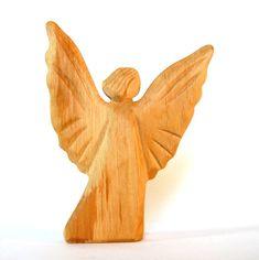 Dieser Engel drückt in seiner Geste, Freude, Kraft und Mut aus, wie Michael, der Erzengel des Feuers. Geschnitzt aus Erlenholz. Größe: 14 cm x 11 cm x 2 cm