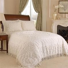 King Chenille Bedspread in Ivory w/ 2 Standard Pillow Shams- Free Shipping