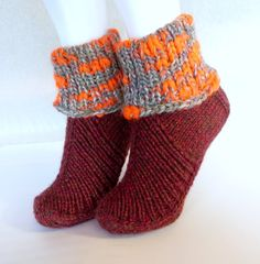 Tossut, Nessukkaat Knitting Socks, Knit Socks, Mittens, Fashion, Inside Shoes, Fingerless Mitts, Moda, Fashion Styles, Fingerless Mittens