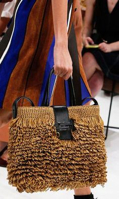 Tod's Spring 2019 Ready-to-Wear Fashion Show Tod's Spring 2019 Ready-to-Wear Collection - Vogue New Fashion Clothes, Fashion Bags, Elle Fashion, Fashion Show, Milan Fashion, Fashion Fashion, Latest Bags, Mode Blog, Vogue Knitting