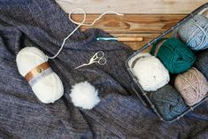 Free beginner crochet beanie pattern using Lion Brand Lion's Pride Woolspun yarn in the color Fisherman. Crochet Hat For Beginners, Beginner Crochet, Free Crochet, Crochet Hats, Double Crochet Beanie Pattern, Crochet Circles, Modern Crochet, Lion Brand, Single Crochet