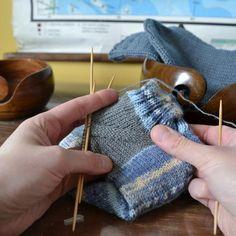 Jälkijättöinen kantapää - Neulovilla Sewing Machine Quilting, Quilting Thread, Quilting Rulers, Quilt Patterns, Knitting Patterns, Twin Quilt Size, Keepsake Quilting, Old Dolls, Different Fabrics