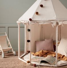 Tentes, cabanes et tipis // Hellø Blogzine blog deco & lifestyle www.hello-hello.fr Kids Tents, Play Tents, Canvas Tent, Kidsroom, Play Houses, Kids Playing, Playroom, Toddler Bed, Room Decor