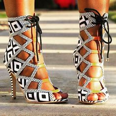Geometric Zebra Strappy Heels: You can't get never too many shoes - Von Shuhen kann ich niemals genug bekommen.  Would you rock them? Würdest du sie tragen?  From: www.awesomeworld.co.uk (@wowawesomeworld)
