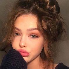 rose makeup - Photography, Landscape photography, Photography tips Beauty Make-up, Beauty Hacks, Hair Beauty, Make Up Looks, Beauty Photography, Pixie Cut Kurz, Curly Hair Styles, Eyeliner Looks, Perfect Eyeliner