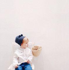 Sencillez, elegancia, fondo blanco