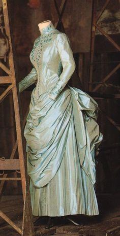 Dracula - Mina's blue-green dress