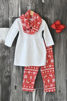 Red Reindeer Scarf Set: 68% off through 10/29/15!