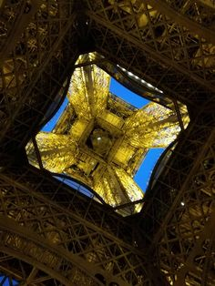 Tour Eiffel - Foto ricordo by fan © Chiara Clam Chef Pacini Tour Eiffel, Clam, Vacation Ideas, Tours, Paris, Traveling, Eiffel Towers, Paris France, Blue Mussel