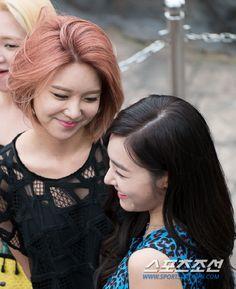 SNSD - Choi SooYoung #최수영 #수영 & Tiffany #티파니 (Hwang MiYoung) '다정하게 미소교환~' #SooFany