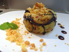 Provate a stupire i vostri ospiti con questa charlotte di melanzane ripiena con un ragu di verdure gustose, e per finire un croccante crumble al parmigiano.