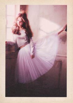 So la da di da di we like to party. Dancing by my widow, my window, my window. O Romeo, Romeo! Wherefore art thou Romeo?