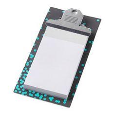 IKEA - VÄLBEKANT, Clipboard, Perfekt at bruge som skriveunderlag, når du ikke har et bord eller et andet fladt underlag at lægge papir eller notesblok på.Clipboardet kan også bruges som opslagstavle til at hænge skemaer, opskrifter, indkøbssedler eller sjove billeder på.Den stærke clips holder alle dine vigtige papirer sikkert på plads.