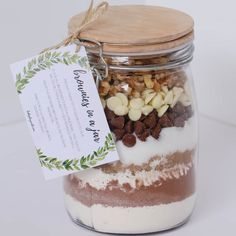 Brownies in a Jar make the perfect homemade gift for a teacher, friend or neighbour. Includes a free printable recipe label gift tag. Mason Jar Meals, Mason Jar Gifts, Meals In A Jar, Mason Jar Recipes, Christmas Cooking, Christmas Diy, Homemade Gifts For Christmas, Homemade Gifts For Teachers, Christmas Recipes