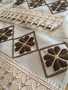Cross Stitch, Handmade, Vintage Items, Towel Set, Clovers, Christmas Embroidery, Brazilian Embroidery, Embroidery Applique, Embroidery