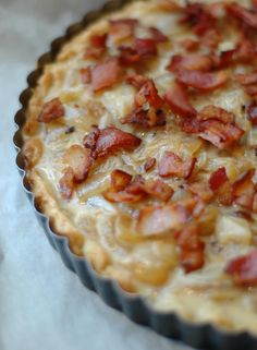 French onion and bacon tart. This would be awesome on a holiday brunch buffet! Made something like this the other day & it was delish. Read Recipe by jmscuzzi Think Food, Love Food, Brunch Recipes, Breakfast Recipes, Quiche Recipes, Bacon Breakfast, Bacon Recipes, Brunch Ideas, Egg Recipes