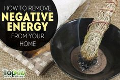 The tradition of cleaning the house from negative energy is very old and is found in many cultures. Cleaning the home according to Feng Shui provides a release of negative energy caused by negative thoughts Deep Cleaning Tips, House Cleaning Tips, Spring Cleaning, Cleaning Hacks, Top 10 Home Remedies, Homemade Toilet Cleaner, Removing Negative Energy, Clean Baking Pans, Cleaning Painted Walls