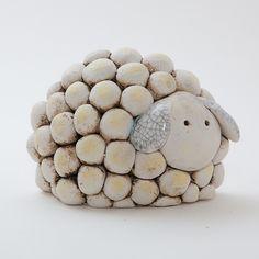 pottery ideas for beginners Porcelain Clay, Ceramic Clay, Ceramic Pottery, Pottery Art, Clay Projects For Kids, Class Art Projects, Clay Wall Art, Clay Art, Beginner Pottery