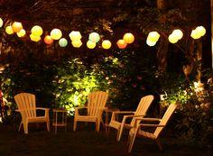 Deze week staat Ikwoonfijn.nl volop in het teken van kleur. Het zal het mooie weer wel zijn, daar word je vanzelf vrolijk van! Ook in de tuin kun je prima wat kleur toepassen, zelfs 's avonds. En dan bedoelen we niet in de vorm van kleurrijke bloemen maar juist door middel van verlichting en lantaarns! We helpen je aan wat inspiratie.