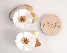 Blanco KIREI floración única flor venda o clip - Colección Classic / caprichosa / diadema de flores de fieltro / fotos prop