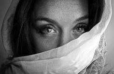 """""""Gli sguardi raccontano emozioni in silenzio"""" by Andrea Sambo on 500px"""
