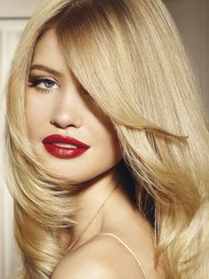 Balayage highlights are a great way to get natural looking sun-kissed hair using this French coloring technique. Find out how to do balayage highlights at home.