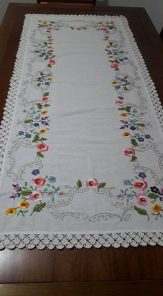 Embroidery Works, Bed Sheets, Needlepoint, Needlework, Diy And Crafts, Cross Stitch, Quilts, Blanket, Crochet