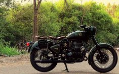 Royal Enfield Classic 500 Customised With a Classic Military Touch Enfield Bike, Enfield Motorcycle, Motorcycle Style, Classic 350 Royal Enfield, Enfield Classic, Royal Enfield Hd Wallpapers, Royal Enfield Logo, Enfield Thunderbird, Bullet Bike Royal Enfield