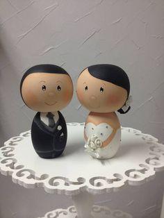 Casal de noivos , feito de madeira e pintado a mão, personalizado de acordo com as preferencias da noiva e noivo. R$ 200,00