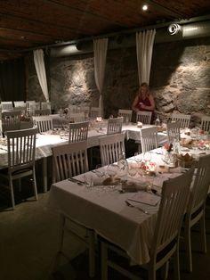 Vacker rustik lokal för vår intima middag med de närmsta.
