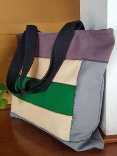 Bolsa de lona feminina.Ideal para notebook. Forrada, com bolso interno e fechamento em ziper. Presente ideal. Dia das mães, professoras. Discreta