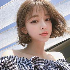 Pin on 美形 Cute Korean Girl, Cute Asian Girls, Cute Girls, Emo Girls, Pelo Ulzzang, Medium Hair Styles, Short Hair Styles, Korean Short Hair, Beautiful People