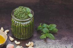 A vegán konyha alapanyagai: a 3 legjobb vegán mártogatós | Mindmegette.hu Pesto, Smoothie, Jar, Decor, Decoration, Smoothies, Decorating, Jars, Glass