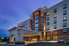Hampton Inn and Suites Washington DC North/Gaithersburg Gaithersburg (Maryland) This Gaithersburg hotel is located in Montgomery County's I-270 next to Kaiser Permanentae Medical Center and IBM. The hotel offers a daily hot breakfast and free shuttle service to the Shady Grove rail station and businesses within 5 miles.