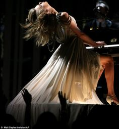 Taylor Swift dances while watching rapper Kendrick Lamar onstage Taylor Swift Rojo, Long Live Taylor Swift, Taylor Swift Pictures, Taylor Alison Swift, Taylor Swift Fearless, Red Taylor, Grammy Awards 2014, Taylor Swift Wallpaper, Kendrick Lamar