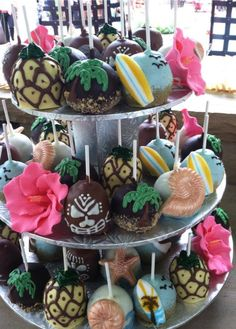These tiki cake pops are perfect for your next luau. #tiki #summer #sweets
