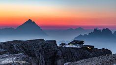 Sunrise al Rifugio Lagazuoi con Monte Antelao Belluno Dolomiti Veneto Italia by Giancarlo Simionato