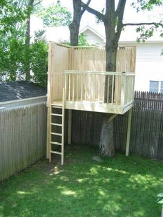 30 Free DIY Tree House Plans to Make Your Childhood (or Adulthood) Dream a Reality From simple tree house plans for kids to the big ones for adult that you can live in. If you're looking for tree house design ideas, read this article. Backyard Trees, Backyard Playground, Backyard For Kids, Backyard Landscaping, Landscaping Design, Backyard Treehouse, Backyard House, Backyard Fort, Playground Ideas