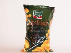 """Um im Sommer auf der Liegewiese des Freibades entspannt zu essen aber gleichzeitig auf die eigene Linie zu achten, gibt es von funny-frish die neue Produktlinie """"Chipsfrisch schwerelos"""". Dabei werden die klassischen Kartoffel-Chips von funny-frish um 30% Fett """"erleichtert"""". Die Sorte """"Funny-Frish Chipsfrisch Schwerelos Ungarisch"""" entspricht dabei der bekannten Kombination von Kartoffel- Chips mit der scharfen Würze von Paprika. #chips #chipsfrisch #snacks #food #funnyfrisch #testbericht…"""